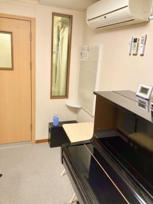 パンテサロン【無料WIFI】 防音室ピアノ【駅前1分《即決の室内の写真
