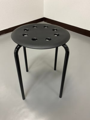 丸椅子は4脚ご用意しております。 - スタジオ白猫屋 調布店 調布ダンススタジオの設備の写真