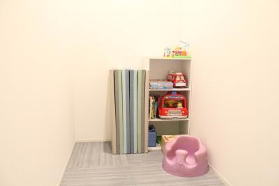 キッズスペース兼更衣室 - Flatto日本橋 キッチン・ラウンジスペースの設備の写真