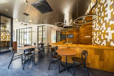 キッチン・ラウンジスペース ※丸テーブルなど移動可能 - Flatto日本橋 キッチン・ラウンジスペースの室内の写真