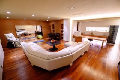 AzabuModernHouse 東麻布500㎡の静かな隠れ別荘の室内の写真