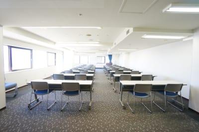 豊橋駅前展望会議室の室内の写真
