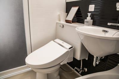 会議室内トイレ - メルディアステイIWAGAMI 会議室、レンタルスペースの室内の写真