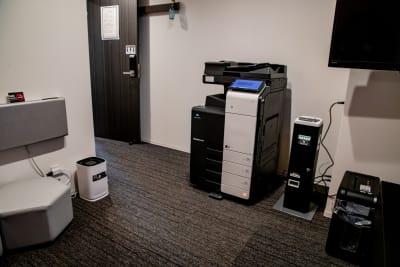 コピー機設置部屋(有料)1枚10円~ - メルディアステイIWAGAMI 会議室、レンタルスペースの設備の写真