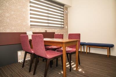 会議室内③ - メルディアステイIWAGAMI 会議室、レンタルスペースの室内の写真