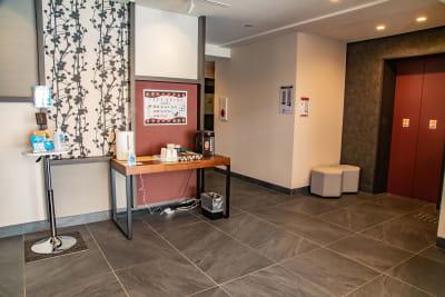 ロビー - メルディアステイIWAGAMI 会議室、レンタルスペースの入口の写真
