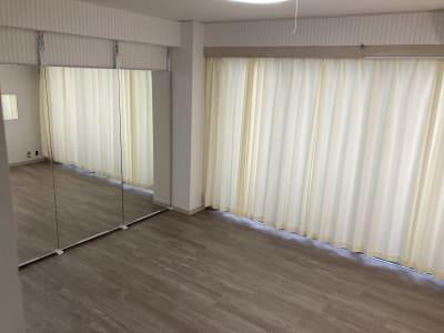 全身鏡があるので、ヨガレッスン、ダンスレッスンにオススメです☆ - pm2.standard703 レンタルスペースの室内の写真