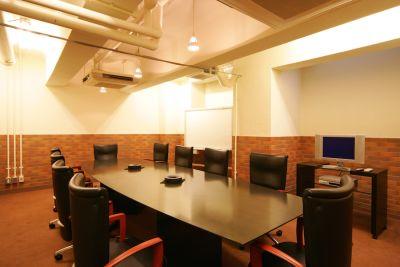生駒ビルヂング 大会議室(10名用)の室内の写真