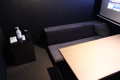 冷蔵庫・除菌グッズあります。 - 大人の隠れ家 貸切完全個室スペースDの室内の写真