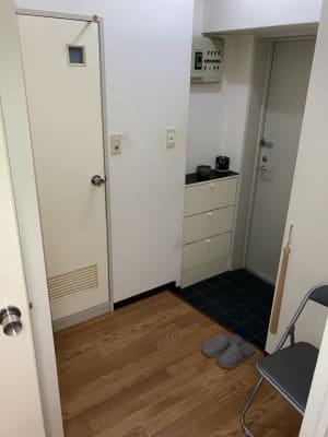 シシーズプラクティス 電動治療用ベッドで楽々施術サロンの入口の写真