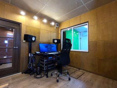 配信調整室 - 撮影・配信スタジオ 1Fレンタル撮影・配信スタジオの室内の写真