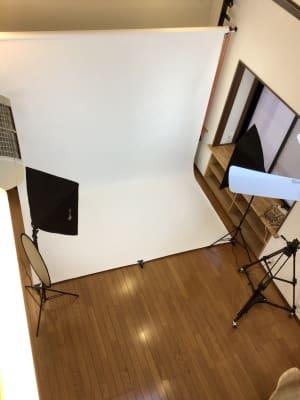 俯瞰撮影  - 撮影・配信スタジオ 2Fレンタル撮影・配信スタジオの室内の写真