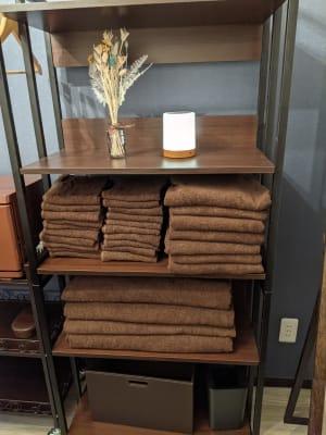 タオルも利用可能です。 使用後は、受付スペースカーテン内側にカゴがありますので、入れてください。 - Spa Bloomgarden レンタルサロンの設備の写真