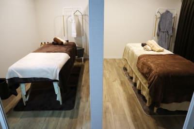 施術ルーム真ん中に壁があるので半個室となっております - レンタルサロン salon Blanco【B】の室内の写真
