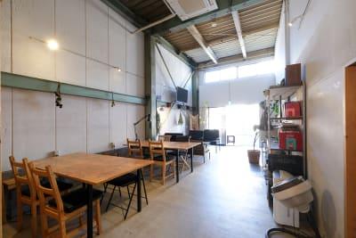 机、椅子などのレイアウトは自由に移動OK - スタジオヒュッテ N4 STUDIO 1Fの室内の写真