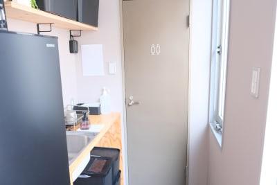 キッチン・冷蔵庫・電子レンジ - レンタルスタジオ「サンク」 多目的スタジオの設備の写真