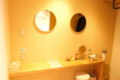 2名同時に着替えができるおっしゃれな更衣室(ドライヤー有り) - レンタルスタジオ「サンク」 多目的スタジオの設備の写真