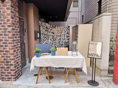 南京町の大通りが見える立地の良いスペースです。 - ゲストハウス神戸なでしこ屋 神戸南京町の中心部!販売スペースの室内の写真