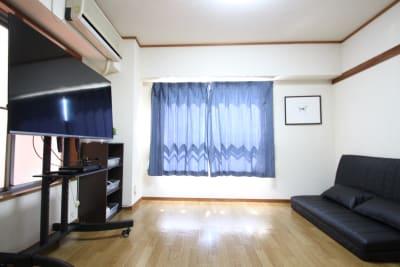 ソファーでゆっくりくつろげます。 - CurioSpaceせいせき レンタルスペースの室内の写真