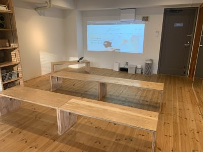 講義やセミナールームとしてもご利用いただけます。 - レンタルスタジオ「サンク」 多目的スタジオの室内の写真