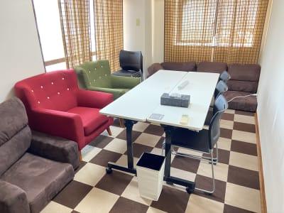 楽屋は2部屋ございます。 - SUNZENT STUDIO 機材完備のライブ配信専門スタジオの室内の写真