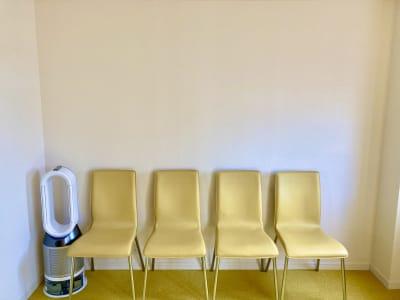 椅子は10脚までご用意可能 - スポロスタジオ 溝ノ口駅徒歩2分 レンタル会議室 【駅2分】即決の室内の写真