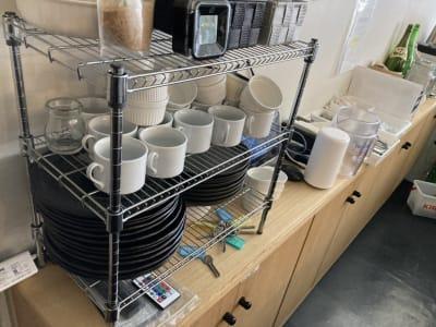 西本ビル 喫茶キッチンスペースの室内の写真