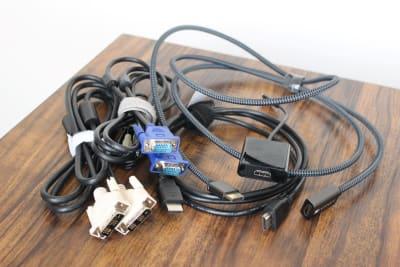 モニター接続ケーブル、変換アダプタ - 黒ねこスペース船橋駅前の設備の写真