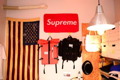 背景多数 - bums tokyo 店舗(セレクトショップ)の室内の写真