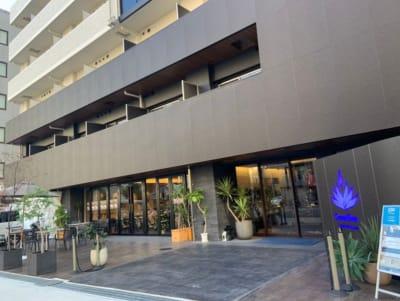 建物入口 キレイで豪華な外観 「道頓堀クリスタルエグゼ」 - Muscroom(マッスルーム) マッスルーム207号室 ジムの外観の写真