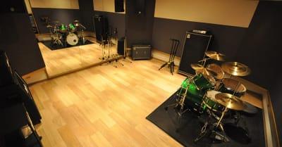こちらはスタジオの一例です。 - スタジオパックス 北千住店 配信LIVE視聴に!防音スペースの室内の写真