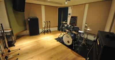 こちらはスタジオの一例です。 - スタジオパックス 新松戸店 配信LIVE視聴に!防音スペースの室内の写真