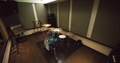 こちらはスタジオの一例です。 - スタジオパックス 船橋店 配信LIVE視聴に!防音スペースの室内の写真
