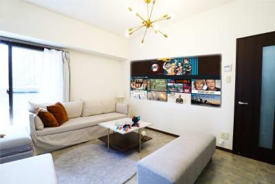 プロジェクターを使って、大画面でAmazonプライムビデオをご鑑賞いただけます。 ※プロジェクターのみ有料オプション (プロジェクターをご利用の方は、こちらの配置でご用意しております。) - Namba-studio 任天堂Switchの室内の写真
