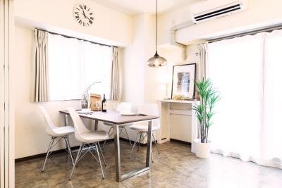 4人掛けのダイニングテーブルがございます。 - Namba-studio 任天堂Switchの室内の写真