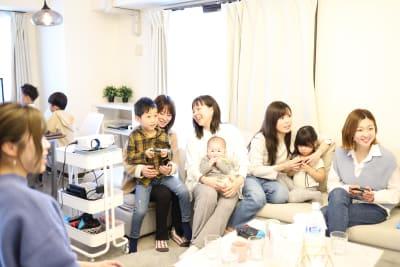 最大16人着席可能です。 - Namba-studio 任天堂Switchの室内の写真