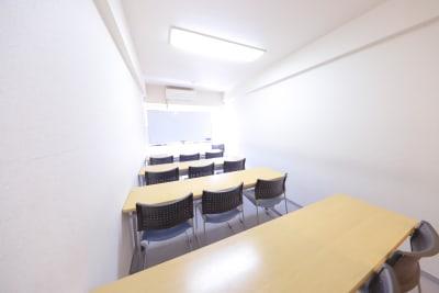 新宿ダイカンプラザA館 コモンズ新宿西口会議室の室内の写真