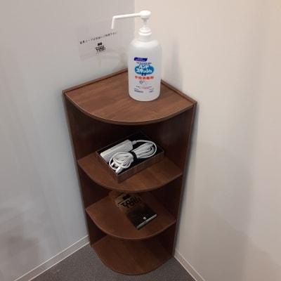 各部屋に消毒液設置 - TOGITOGI 会議室中の設備の写真