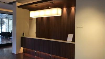受付として利用可能なクローク - カノビアーノ福岡 ラウンジ(パーティー会場)の入口の写真