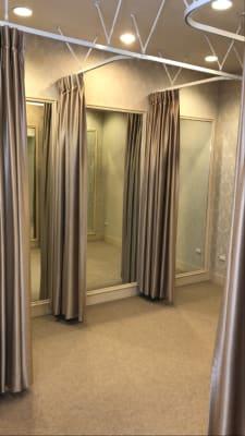 女性用フィッティングルームは4部屋 - カノビアーノ福岡 ラウンジ(パーティー会場)のその他の写真
