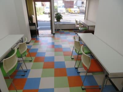 コワーキングスペースのイメージです。 - 東長崎レンタルスペース 貸し会議室の室内の写真