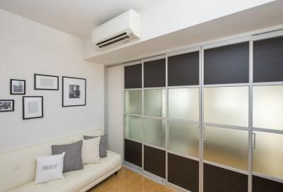 落ち着いた雰囲気のシンプルなお部屋です。 - 心斎橋Residence 任天堂Switchの室内の写真