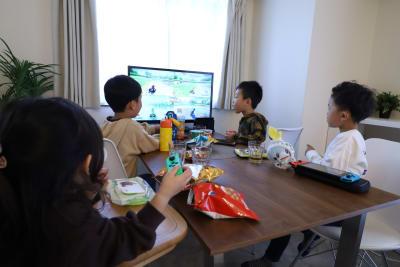 お子様を連れてのご利用も大歓迎です。 - 心斎橋Residence 任天堂Switchの室内の写真