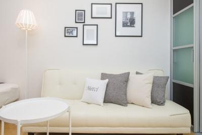 3人掛けのソファがございます。 - 心斎橋Residence 任天堂Switchの室内の写真