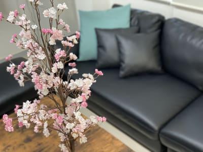 花見装飾 - カラメル渋谷新南口2号店 会議室・応接室・パーティスペースの室内の写真