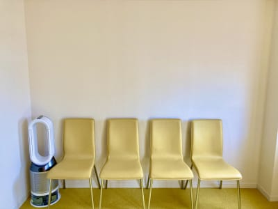 椅子は10脚までご用意可能 - スポロスタジオ 溝ノ口駅徒歩2分 レンタルルーム/スペース 駅2分の室内の写真