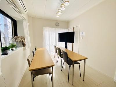 セミナー形式(横) - シェアプレ 貸会議室 学芸大学 コトリ ノトリコの室内の写真
