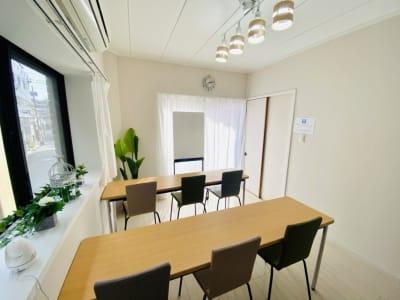 セミナー形式(縦) - シェアプレ 貸会議室 学芸大学 コトリ ノトリコの室内の写真