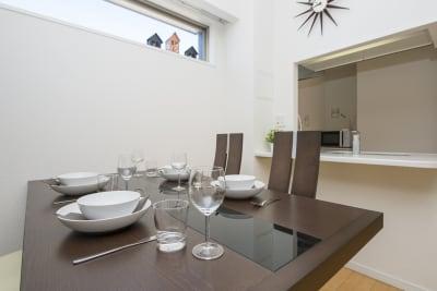 4人掛けのダイニングテーブルがございます。 - 心斎橋Residence 任天堂Switchの室内の写真