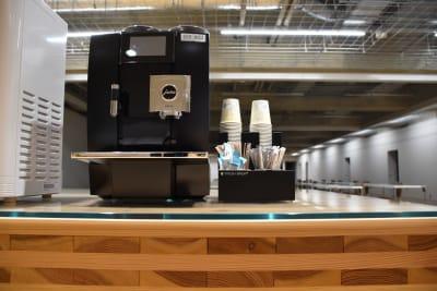 コーヒーマシンの利用は無料です。 - ルーフラッグ賃貸住宅未来展示場 3階セミナールーム②の室内の写真
